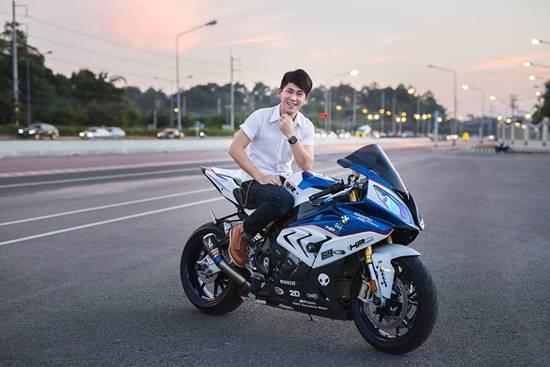 自分でお金を貯めて購入したという高級バイク