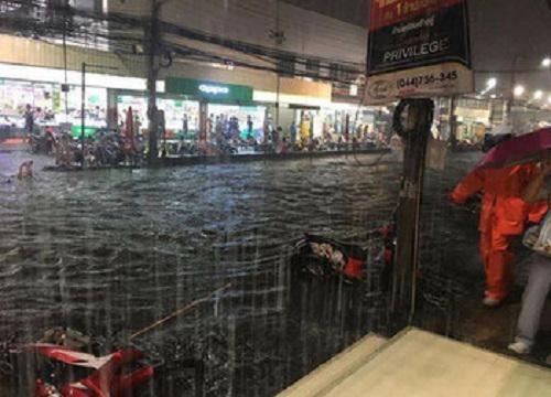 タイ東北部「コラート」で道路が冠水