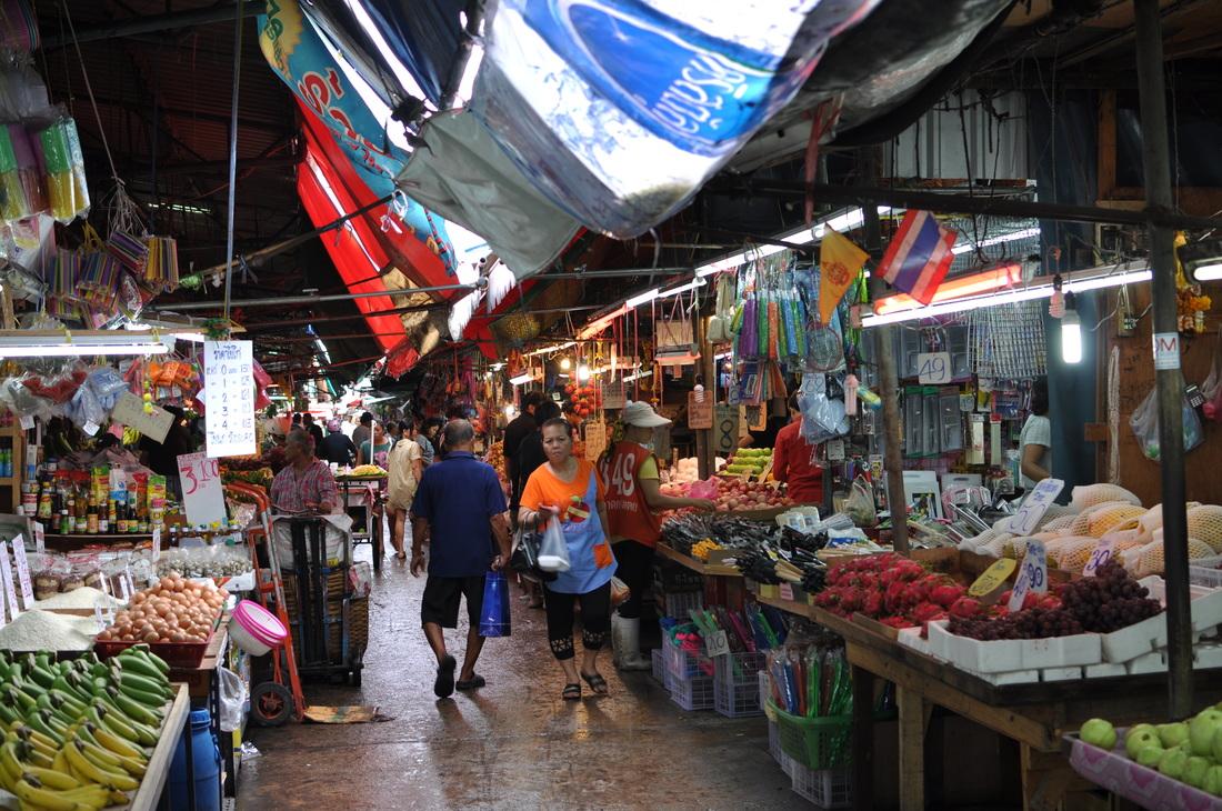 バンコク市民の台所、深夜のクロントイ市場へ潜入! - ANNGLE