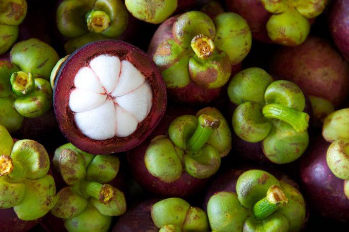 生の果物輸出量第3位のマンゴスチン ©Thai Health Promotion Organization