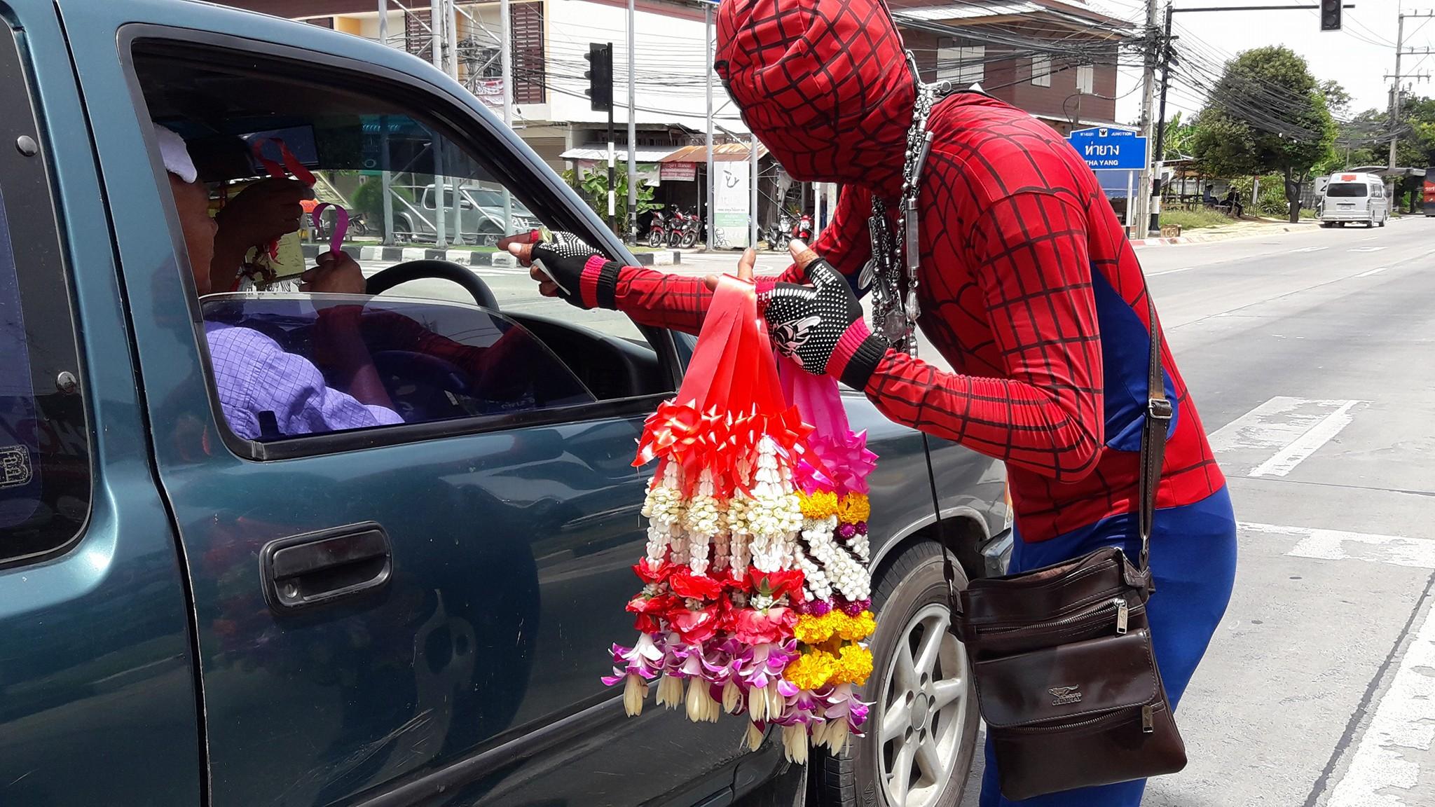 花売りスパイダーマン ©นี่เเหละ.ตัวตน คนเขียนข่าว
