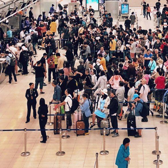 スワンナプーム空港のチェック員カウンター
