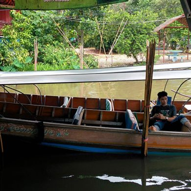 水上マーケットのボート