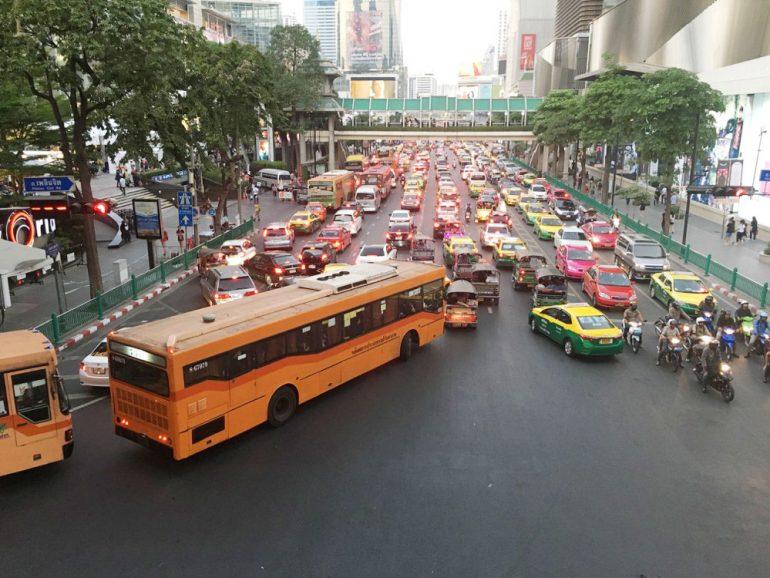 悪質タクシーが多いセントラルワールド前