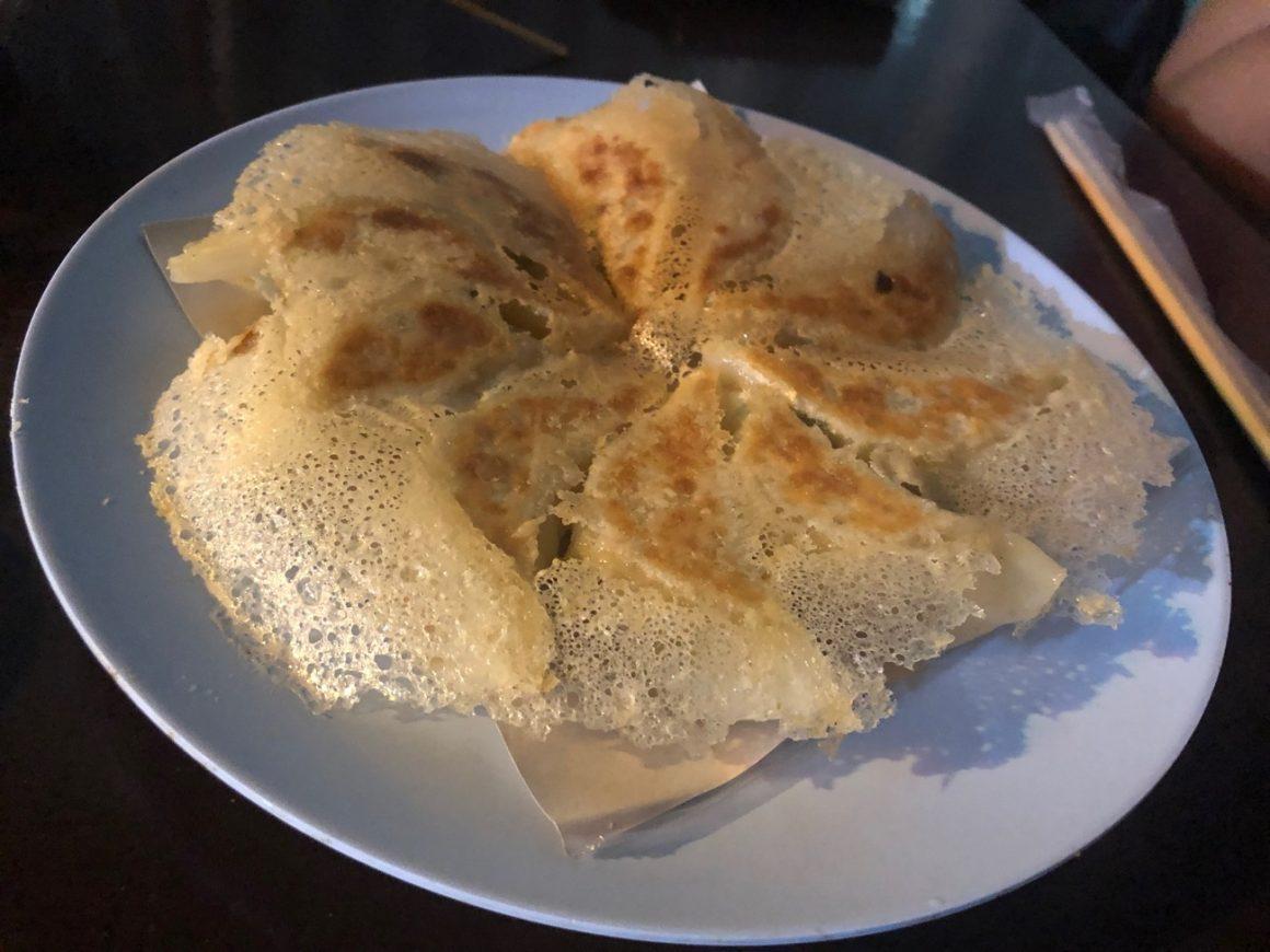 手作り羽つき餃子(10個100バーツ)