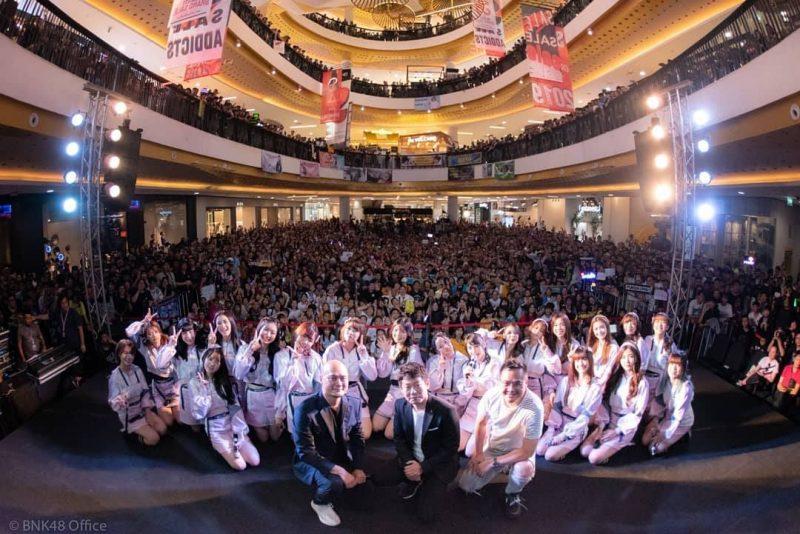イベント後の記念撮影 Photo by BNK48 FB