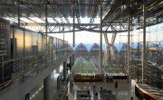 タイ国際空港では寄りかかるべからず!空港内で転落死事故が多発し防止用の板ガラスを設置