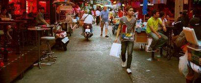 タイで安い売春を利用する日本人と、日本人から金を稼ぐ売春婦。