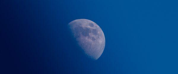 スーパームーンより感動するタイの月を見逃すな